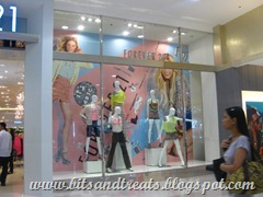f21 display window, by bitsandtreats