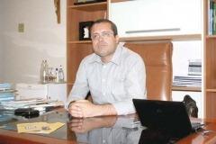 """Em seu gabinete, Antônio Marcos falou dos desafios enfrentados para colocar Casimiro na rota do desenvolvimento. Também criticou a oposição do município a quem ele chama de """"burra"""""""