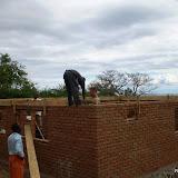 De betonlaag wordt op de dagopvang gemaakt