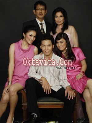 Foto Keluarga Sandra Dewi