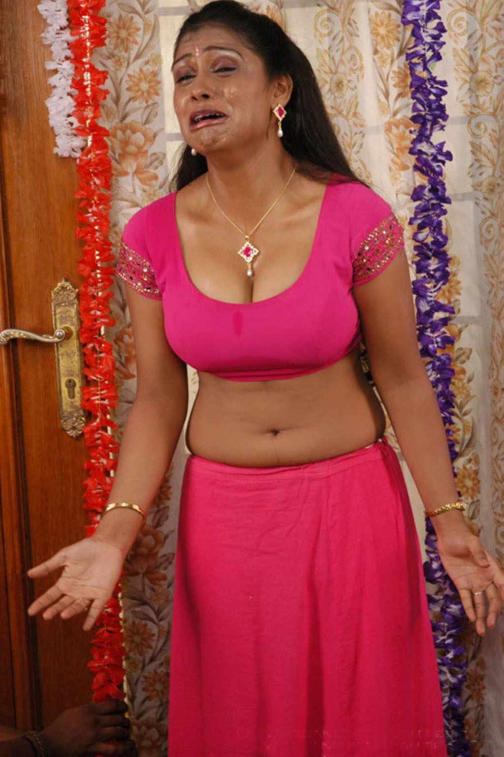 tamil-actress-hot-blouse-still ...