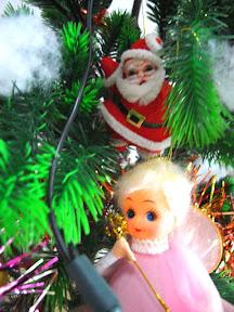 サンタと天使がお出迎え