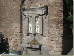 Rome - drinking fountain city wall