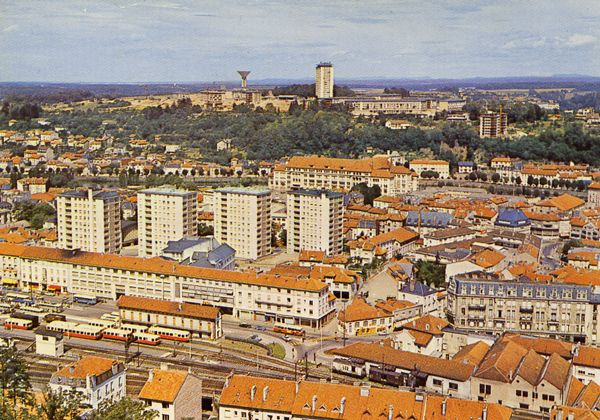 Cartes Postales Pop et  Kitsch des années 50, 70 et 70 - Pop and kitsch vintage postcards from the fifties, the sixties and the seventies : EPINAL (Vosges)La gare - Les buildings