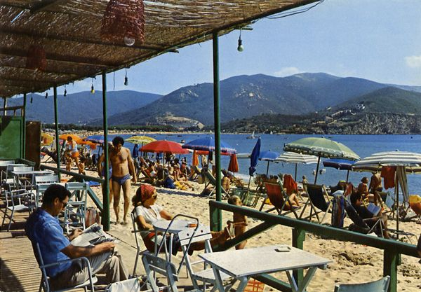 Cartes Postales Pop et  Kitsch des années 50, 70 et 70 - Pop and kitsch vintage postcards from the fifties, the sixties and the seventies : Isola d'Elba MARINADA DI CAMPO Un coin de la plage