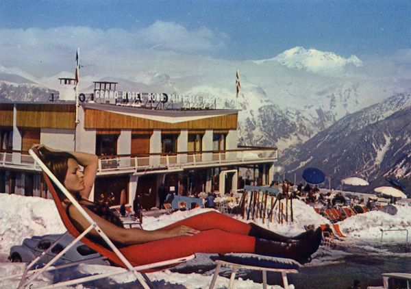 Cartes Postales Pop et  Kitsch des années 50, 70 et 70 - Pop and kitsch vintage postcards from the fifties, the sixties and the seventies : COURCHEVEL (Savoie) alt. 1850 m. GRAND HOTEL du Rond-Point des Pistes