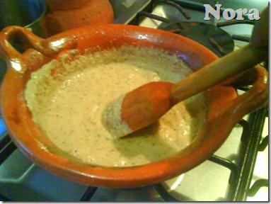 Fríe el almendrado con todos los ingredientes menos el pure de tomate