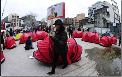 a  2  'Protesters set up tent city in Vancouver' - www_globaltvbc_com_Tent city Vancouver Downtown Eastside_2567715_story_html