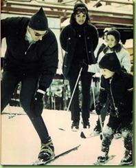 SunValley-Idaho_Jackie-Onassis-Caroline-JohnJr-JimWhitaker-late1960s