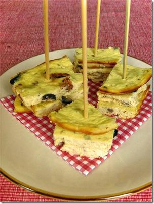 ricotta al forno alla feta con pomodori secchi e olive nere
