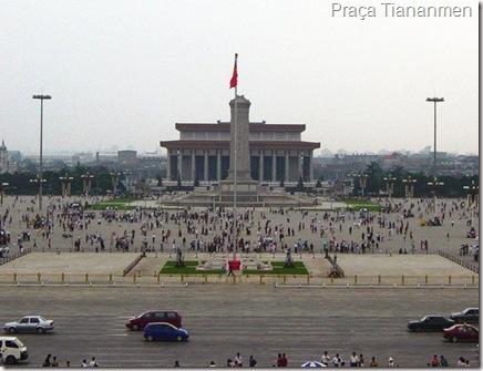 Praça Tiananmen, em Beijing, citada com freqüência no livro