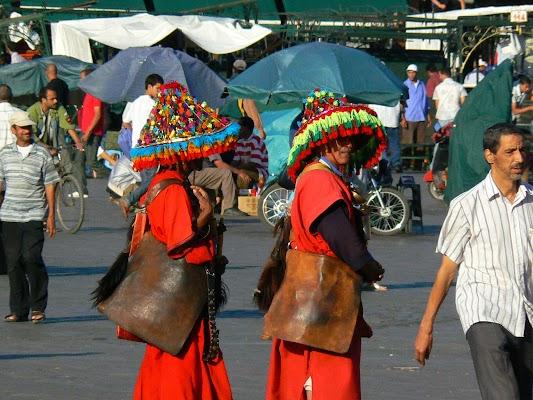 Obiective turistice Maroc: vanzatori de apa Marrakech