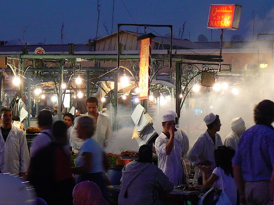 Imagini Maroc: Jema el-Fnaa Marrakech - standuri mancare.JPG