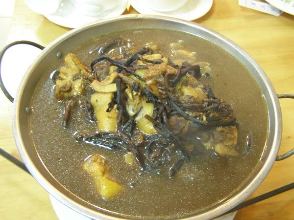 Imagini China: cica pui cu ciuperci