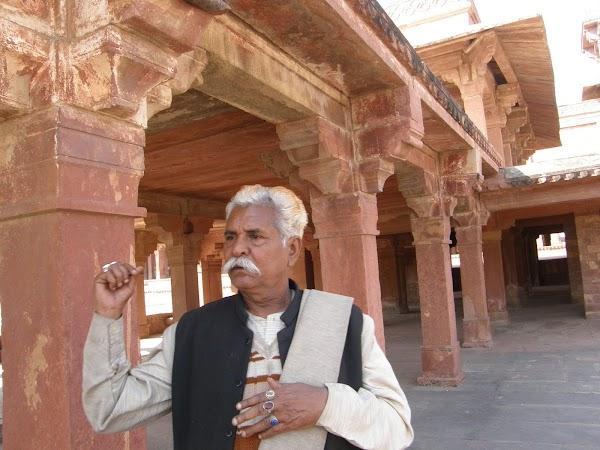 Imagini India: ghidul cel smecher.JPG