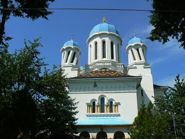 Obiective turistice Ucraina: biserica Sf. Nicolae Cernauti.JPG