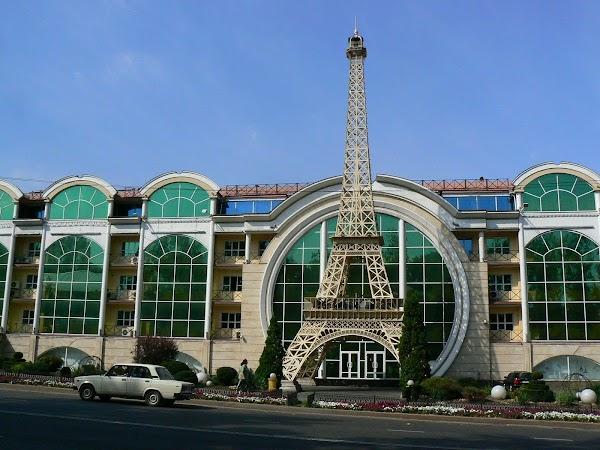 Obiective turistice Kazahstan: Mall din Almaty, Drumul spre China