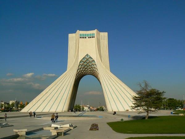 Obiective turistice Iran: Azadi Tower, Teheran Drumul spre China