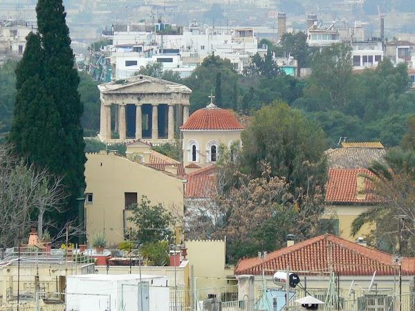 10. view templul lui Hefaistos si biserica ortodoxa.JPG