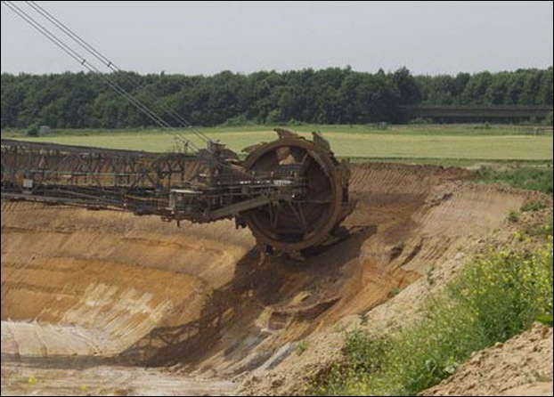Largest Digging Machine  03