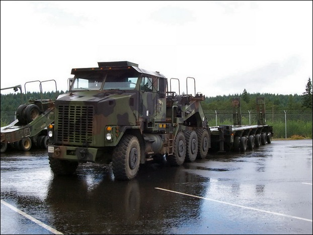 M1070 Heavy Equipment Transporter 10