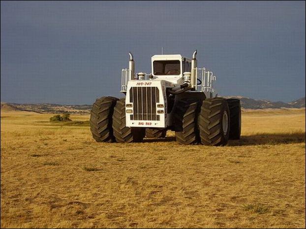 Big Bud 747 tractor 10