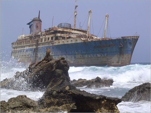 Amazing Above-Water Shipwrecks_2