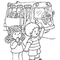 niños esperando autobus.JPG