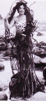 Mauja Mallo con manto de algas-Chile ca1945