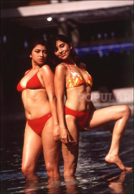 ayu-sarah-azhari-bikini-merah.jpg
