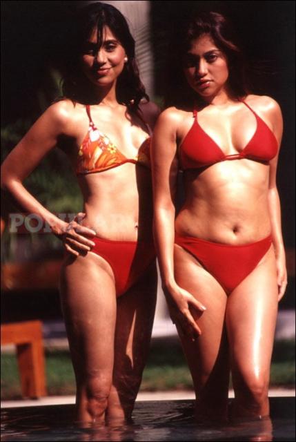 ayu-sarah-azhari-bikini-merah (3).jpg