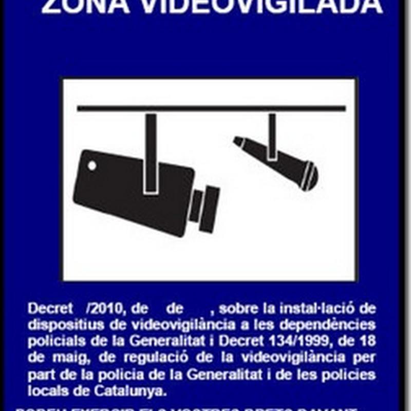 Cámaras de video en los lavabos… de la policía!