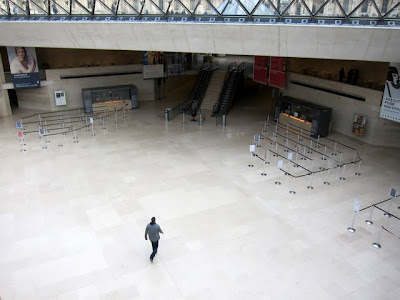 Empty ticket lines in the Louvre on a private after-hours tour in Paris