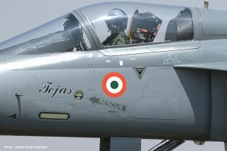 Свет борьбе Индии самолетов [LCA] Tejas