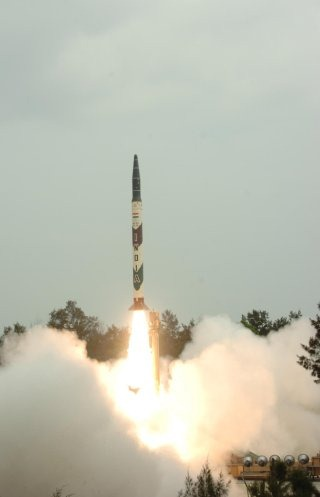Nulear-capable Agni Ballistic Missile Wallpaper [Agni 1]