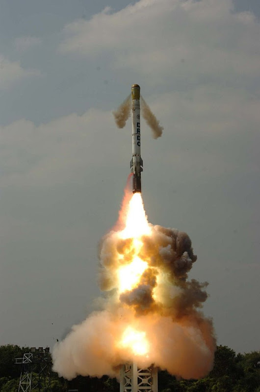 20110301-Shaurya-Hypersonic-Missile-Wallpaper-01-TN