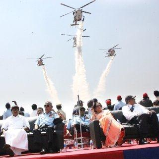 20110309-IAF-Sarang-Helicopter-Wallpaper-06-TN
