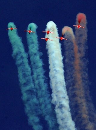 20110305-Indian-Air-Force-Surya-Kiran-Aerobatics-Wallpaper-01-TN