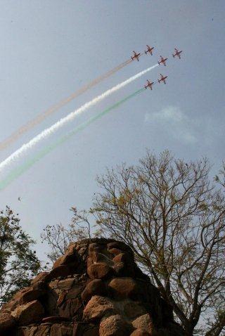 20110305-Indian-Air-Force-Surya-Kiran-Aerobatics-Wallpaper-02-TN