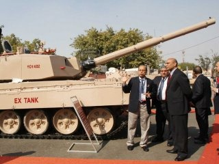 20110305-Indian-Army-Main-Battle-Tank-EX-Wallpaper-02-TN