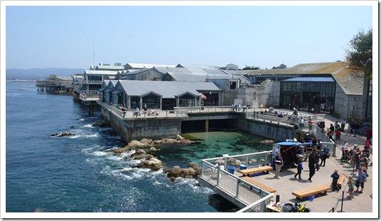 800px-MontereyBayAquariumBackview
