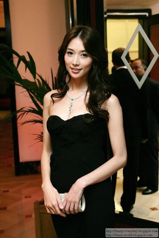林志玲配戴伯爵珠寶出席艾迴之夜之一