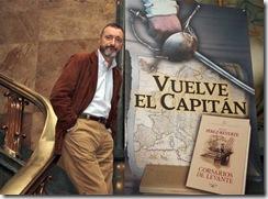 Arturo_Perez-Reverte_posa_medios_Madrid_durante_presentacion_Corsarios_Levante[1]