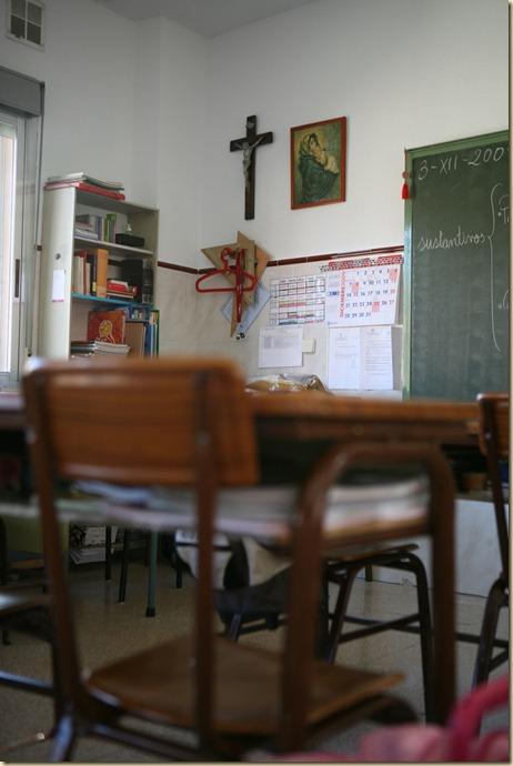 091201 MADRID Crucifijo en un aula del colegio Santa Maria del Carmen PUBLICO Reyes Sedano