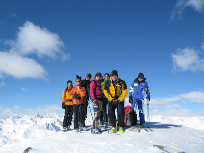Buntes Treiben auf dem Gipfel