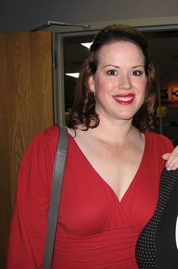 Molly Ringwald Pregnant twins