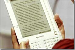 Η εμφάνιση των ηλεκτρονικών βιβλίων, όπως το Kindle της Amazon, αγχώνει τους εκδότες