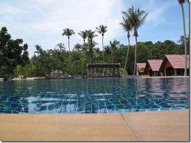 Kaw Kwang hotel pool Lanta