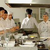 David (ao fundo)acompanha a arte culinária.jpg