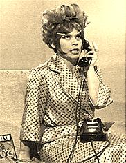La zia Carmelina fa telefonate anonime mentre sono sotto la doccia al solo scopo di frantumarmi i cosiddetti